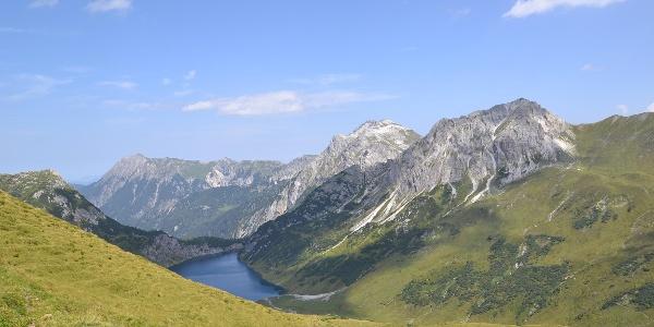 Blick vom Karteistörl zum Tappenkarsee und Weißgrubenkopf
