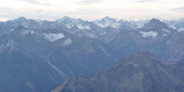 Blick auf die Lechtaler Alpen vom Gipfel