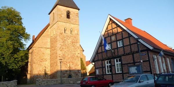 Ev.-ref. Kirche (ehemals St. Benedikt) und Kath. Kirche St. Benedikt