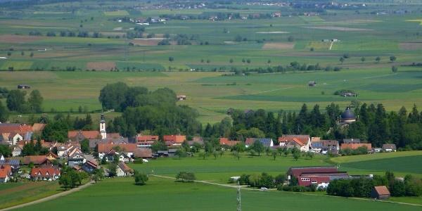Neudingen mit der Gruftkirche der Fürsten zu Fürstenberg