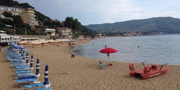 Der lange Strand zwischen Santa Maria und San Marco