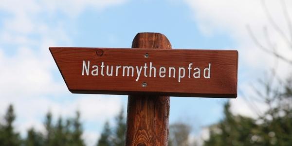 """Wegkennzeichen """"Naturmythenpfad"""""""