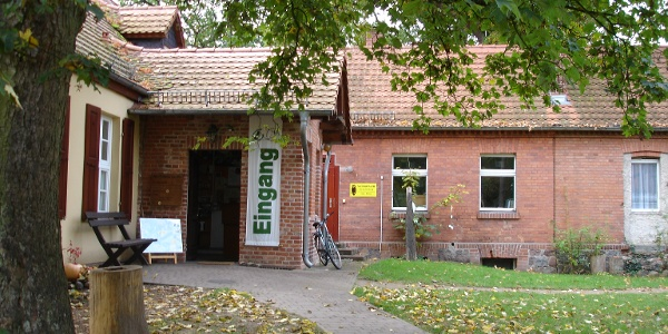 Im NaturParkHaus Stechlin finden neben einer Erlebnisausstellung auch Umweltbildungsprogramme für Schüler statt.