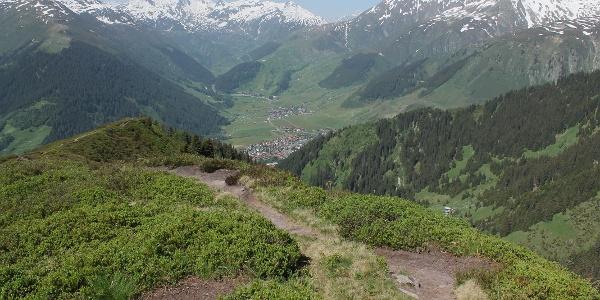 Aussicht vom Bostg ins Val Tujetsch