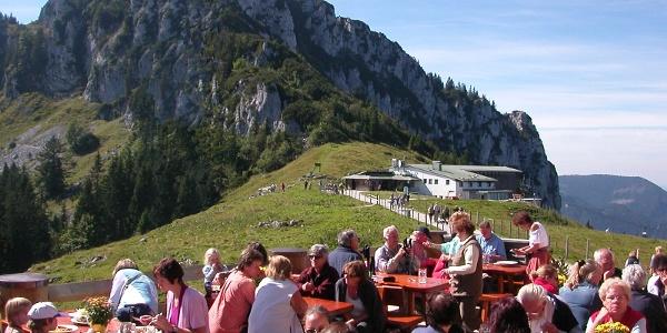 Eine Rastmöglickeit finden wir an der Bergstation der Kampenwandseilbahn.