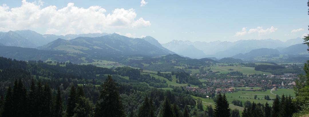 Der Alpenhauptkamm mit Sonthofen.