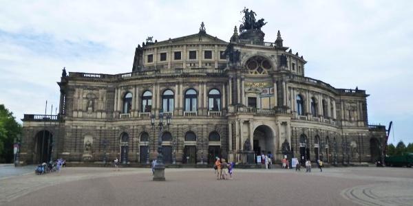 Die Semperoper in Dresden ist ein Besuchermagnet