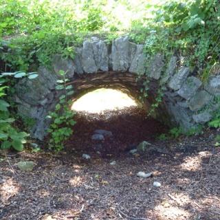 Tonnengewölbe des alten Burgaufganges
