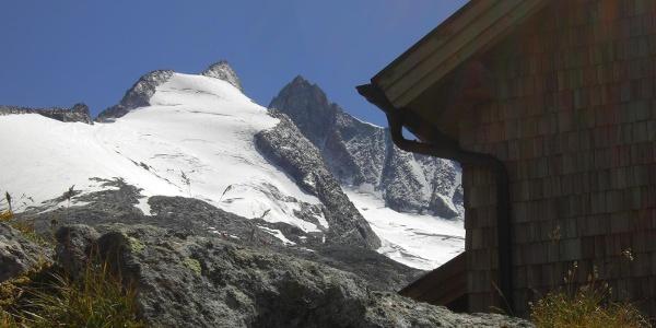 Zittauer Hütte mit Gabler und Reichenspitze