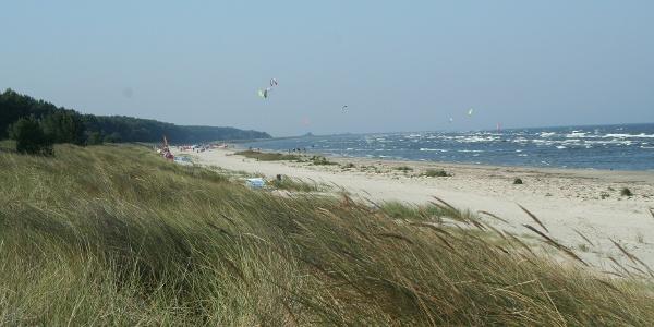 Am Strand bei Karlshagen kann man vielfältigen Freizeitbeschäftigungen nachgehen.