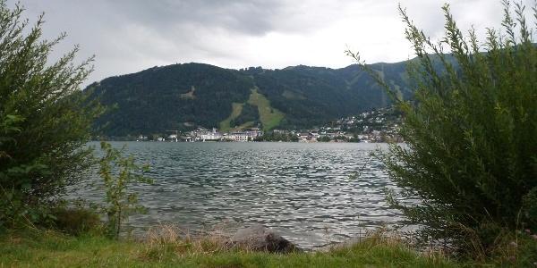 Von Meter zu Meter ändern sich der Blick über den See. Hier bei der Badestelle in Thumersbach.