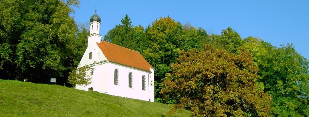 Lorenzberg mit Lorenzkirche in Epfach