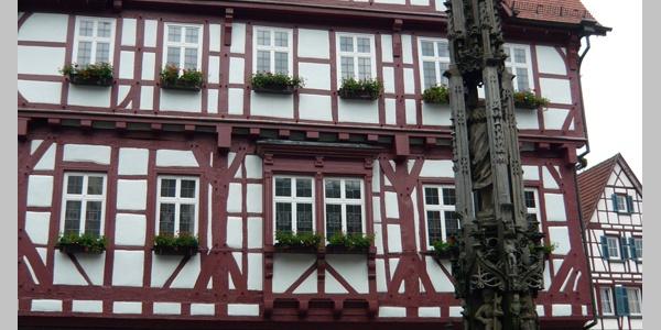 Das Rathaus von Bad Urach.