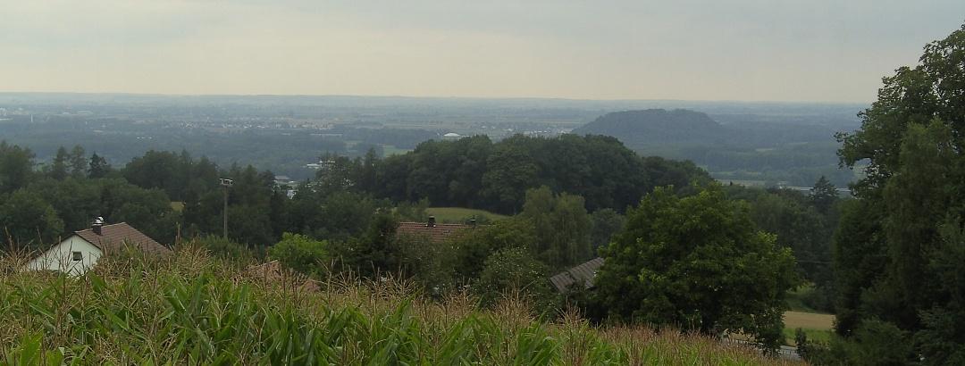 Der Ausblick über das Deggendorfer Land und die Donauebene.