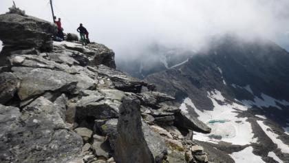 Die letzten Meter , ein stolzer Gipfel mit stolzen Bergsteigern