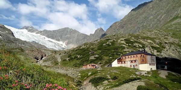 Sulzenau Hütte mit Sulzenauferner