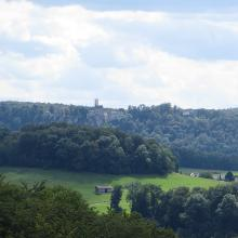 Schloss Lichtenstein (und Ruine Alt-Lichtenstein) vom der Ruine Greifenstein aus