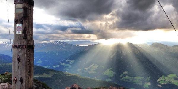 Tramonto sulla cima del Monte Luco