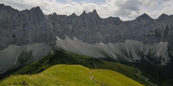 Blick zur Falkenhütte mit Laliderer Spitze