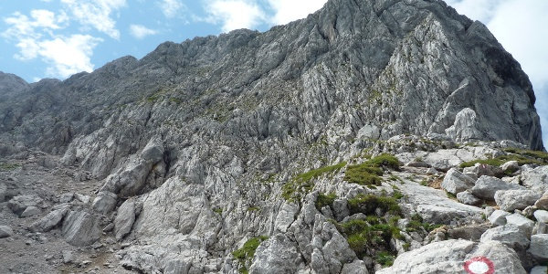 Felsiger Aufstieg vom Purtschellerhaus zum Hohen Göll - aber gut markiert.