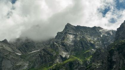 Im Val Scaradra mit Blick auf die westlich begrenzenden Berge