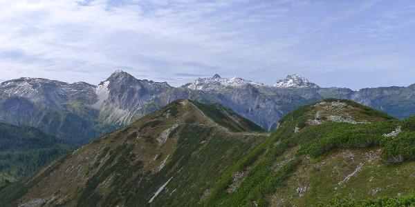 Spatzeck rechts im Vordergrund, von Links hinten Taferlnock, Mosermannl, Faulkogel