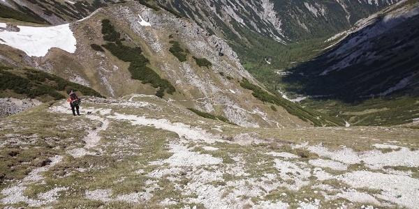 Blick zurück auf den Steig vom Schneealmplateau aus