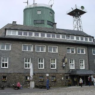 Restaurant mit Astenturm.