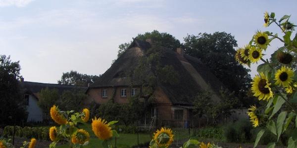 Dieses schöne Haus sehen wir am Ortseingang von Banzkow.
