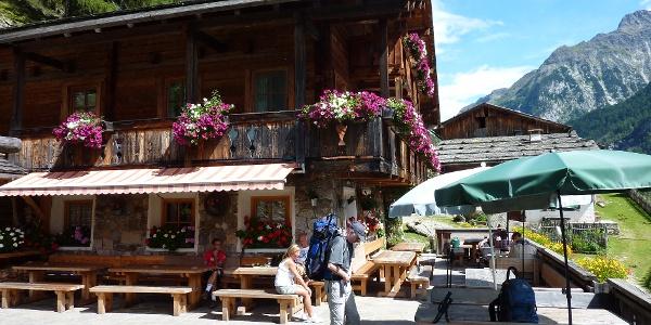 Bergbauernhof und Gasthof Kofler zwischen den Wänden