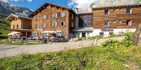 Berghaus Sulzfluh in Partnun im Sommer