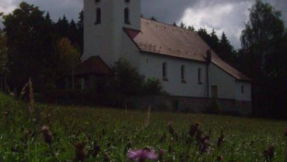 Ein Blick auf die Kirche in Weferting.