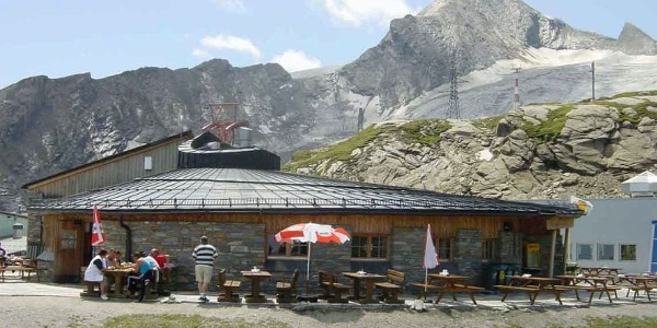 Das Alpincenter und das Restaurant Gletschermühle
