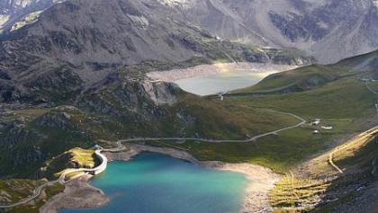 Blick vom Colle del Nivolet auf den Lago Agnel und den Lago Serrù.