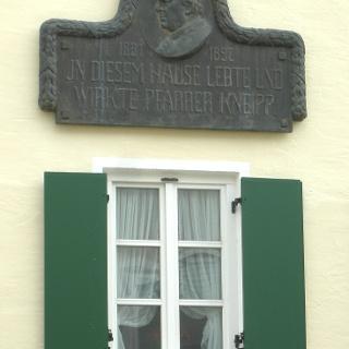 Gedenktafel an Pfarrer Sebastian Kneipp.