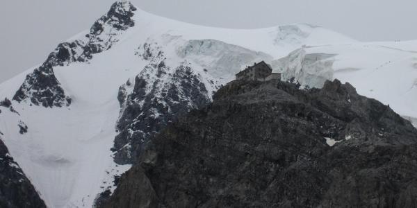 Payerhütte mit Ortler Nordwand
