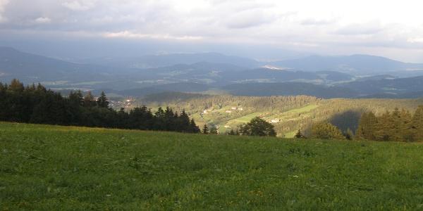 Auch am Berggasthof-Parkplatz in Hinterwies bietet sich ein schöner Ausblick.