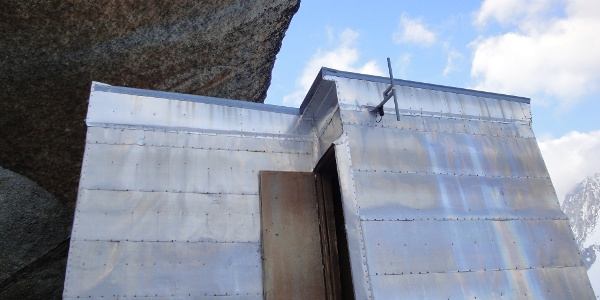 Eingang ins Biwak