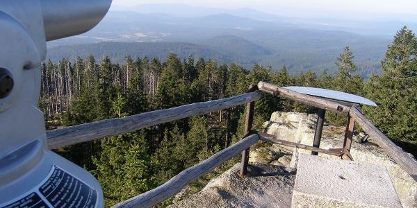 Von 1333 Metern Seehöhe haben wir vom Hochstein einen weiten Ausblick in den Bayerischen Wald.