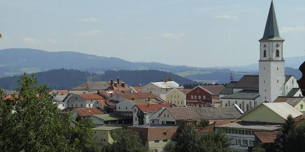Die erhabene Lage des Luftkurortes Perlesreut macht ihn zu einem beliebten Urlaubsort.