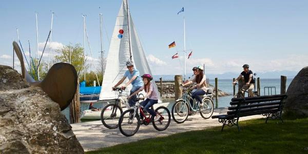 fahrrad und segelboot immenstaad