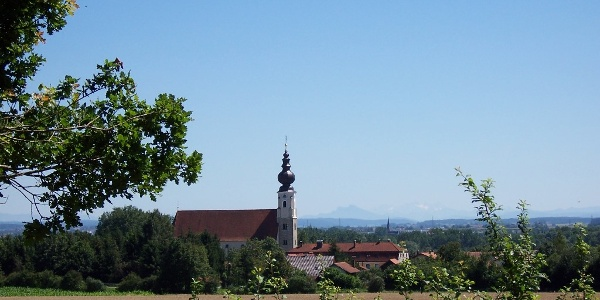 Blick auf die Erlacher Kirche