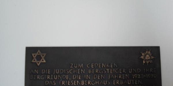 Gedenktafel im Friesenberghaus