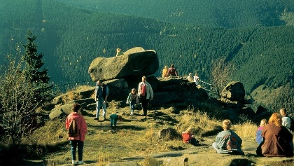 Die Kästeklippen bieten eine eine hervorragende Aussicht auf das Tal der Oker und ins nördliche Harzvorland.