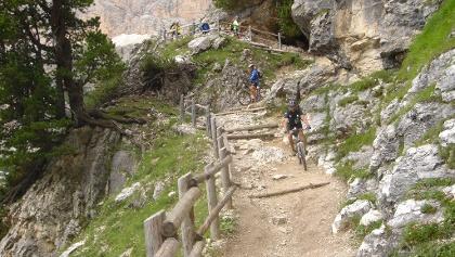 Der erste Teil des Trails ist ohne Downhill-Bike nicht fahrbar. Dann wird der Trail zum Traum.