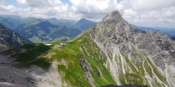 Fiderepasshütte und Oberstdorfer Hammerspitze von der Fiderescharte