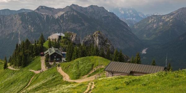 Aufbruch am August-Schuster-Haus - Hüttenwanderung - Ammergauer Höhenweg