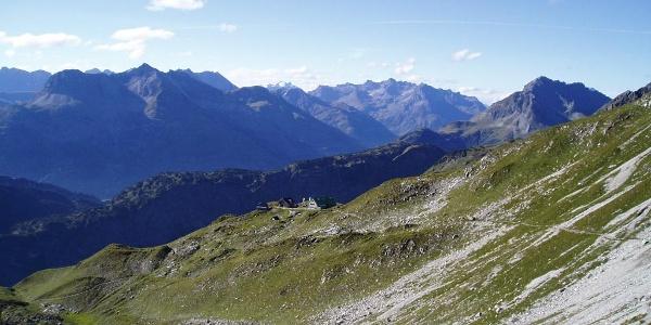 Blick auf die Mindelheimer Hütte.