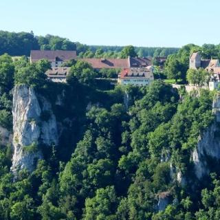 Blick vom Hohlen Felsen zum Schloss Werenwag