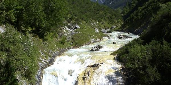 Die Aussicht vom Karwendelsteg.